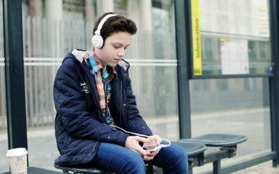 La OMS alerta: 1.100 millones de jóvenes pueden  sufrir pérdidas de audición por los auriculares