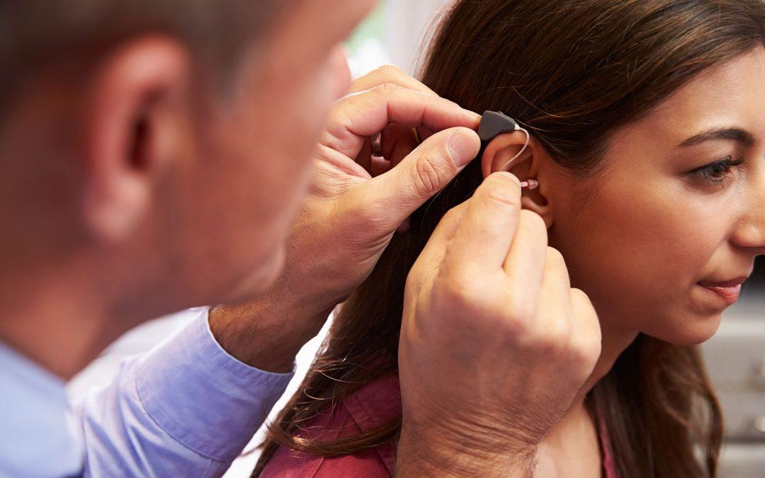 Atención con tecnología innovadora para la pérdida auditiva